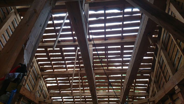 木もまちづくり事業_既存屋根瓦おろし完了:既存野地板
