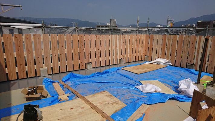 公募型木のまちづくり推進事業_府産材杉平板と桧帯板の手摺完成