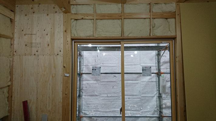公募型木のまちづくり事業_羊毛断熱材施工中