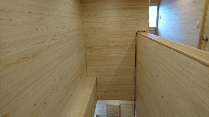 公募型木のまちづくり推進事業_府産材桧並板で仕上げた階段ホール