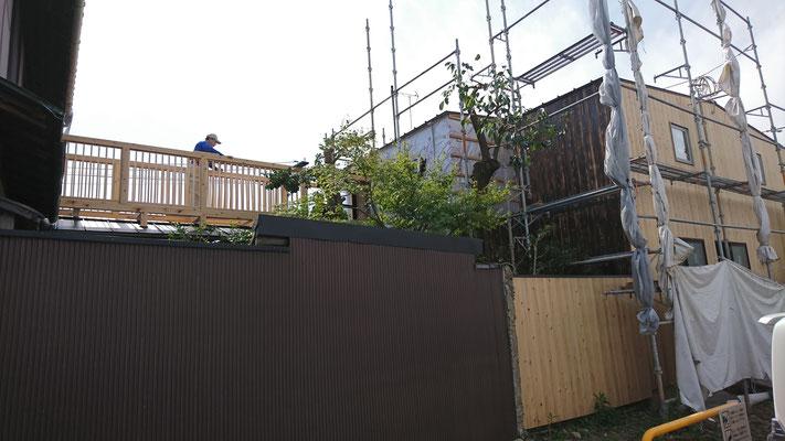 木もまちづくり事業_改装外部外壁施工中