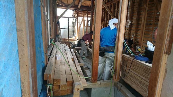木もまちづくり事業_府産材土台大引搬入後