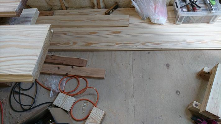 木もまちづくり事業_改装内装杉30mm浮造り施工中