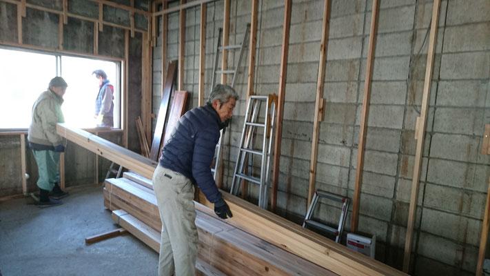 公募型木のまちづくり推進事業_内部造作材搬入