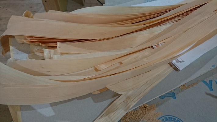 公募型木のまちづくり事業_新築:1F玄関網代材料⇒府産材桧の鉋削り