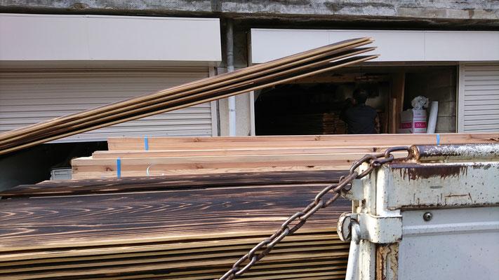 公募型木のまちづくり推進事業_府産材(外壁下地と焼杉)京都北山丸太生産協同組合様より納品