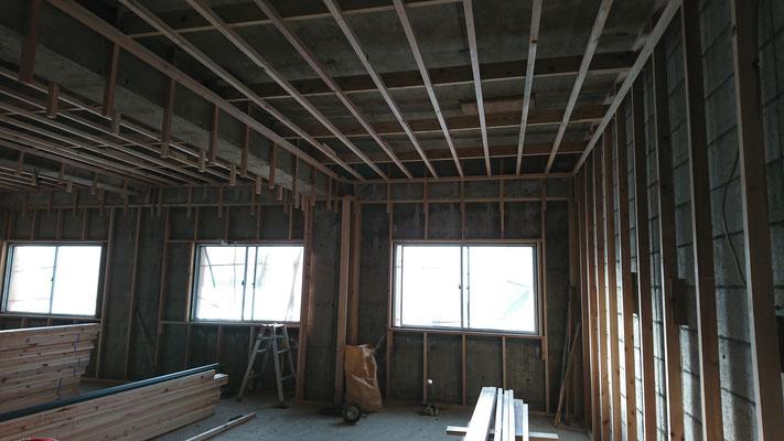 公募型木のまちづくり推進事業_内部造作:天井垂木施工中