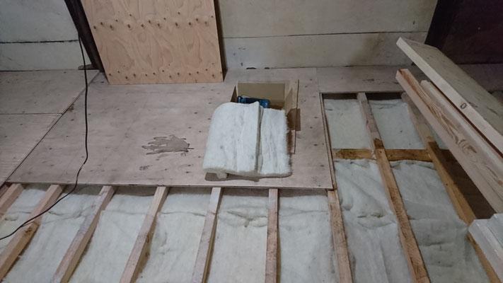 京町家改装工事_床下防蟻:オクトボー噴霧、床下断熱:羊毛断熱材100mm施工