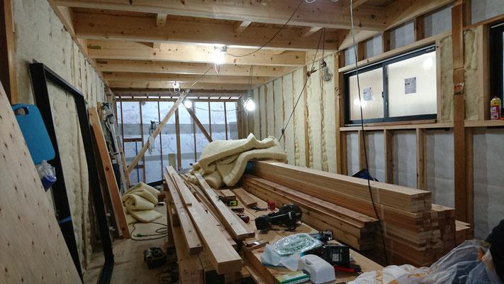 木もまちづくり事業_外壁羊毛断熱100mm施工中