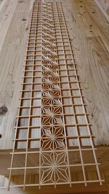 親子4人で初めて作製した大型組子細工