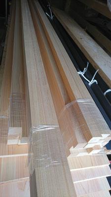 公募型木のまちづくり推進事業_搬入した外部鎧貼造作桧材