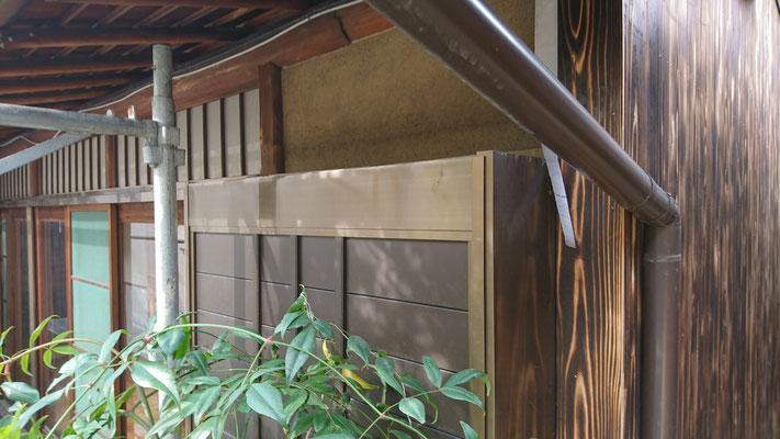H様邸_府産材オリジナル焼杉施工中写真