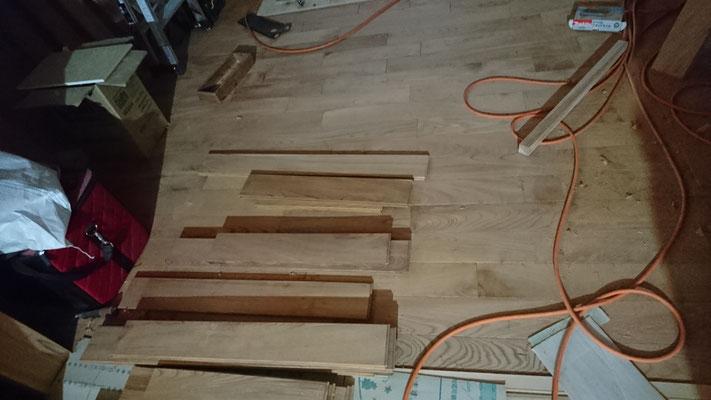 欅の乱尺床板施工中