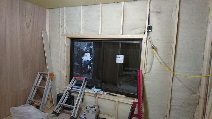 京町家改装工事_壁断熱:羊毛断熱材100mm及びサッシ設置後