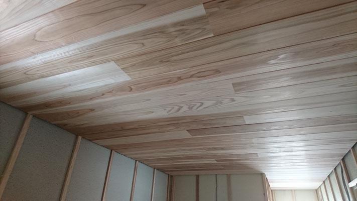 公募型木のまちづくり推進事業_内部造作:天井加工杉施工後