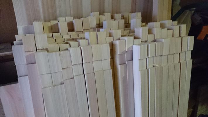 公募型木のまちづくり推進事業_府産材桧上小畳寄せで縦格子刻み中