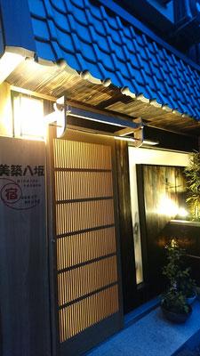 祇園改装工事_暖簾掛け取付後のライトアップ