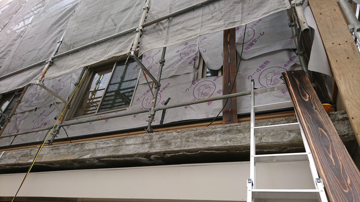 公募型木のまちづくり推進事業_外壁遮熱シート施工中