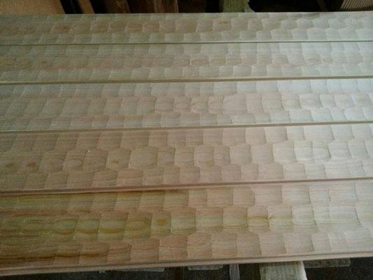 公募型木のまちづくり事業_ナグリ桧床板