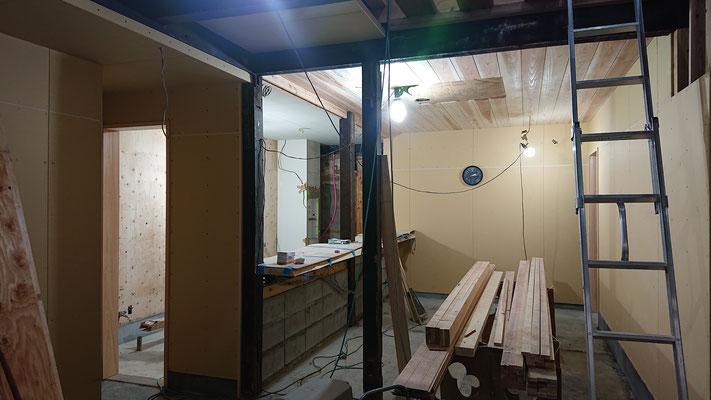 R元年公募型事業応募予定:改装物件_木工事:天井板杉上小施工中