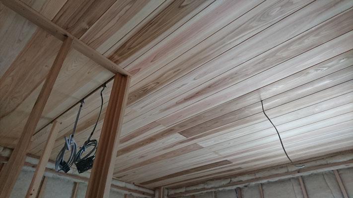公募型木のまちづくり推進事業_内装天井目透かし上小施工中