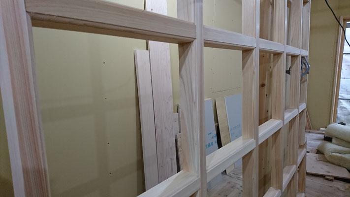 公募型木のまちづくり事業_新築:1F玄関格天枠造作完了