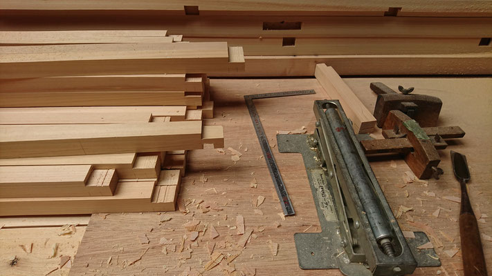 公募型木のまちづくり推進事業_化粧板加工中
