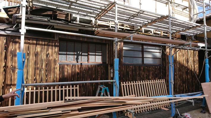 公募型木のまちづくり事業_改装外部外壁施工中