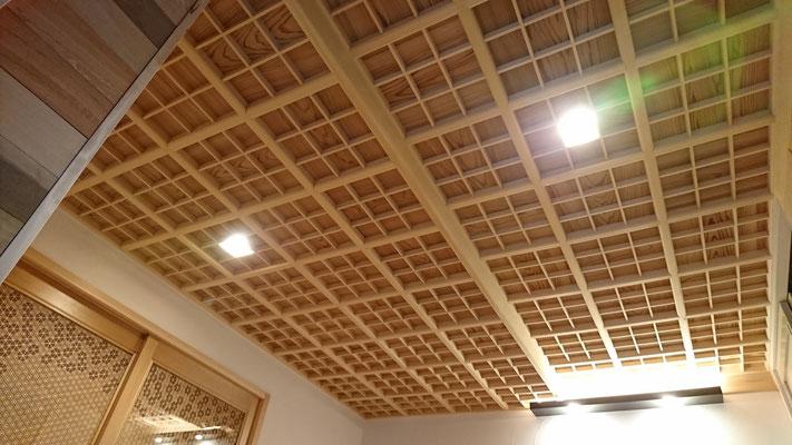 ヒバ材と杉赤杢による格天井造作