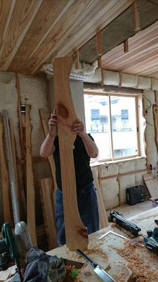 一枚板でオリジナル窓枠造作中_府産材|羊毛断熱材|リノベーション|京都改装工事|緑の工務店|タクミ建設株式会社