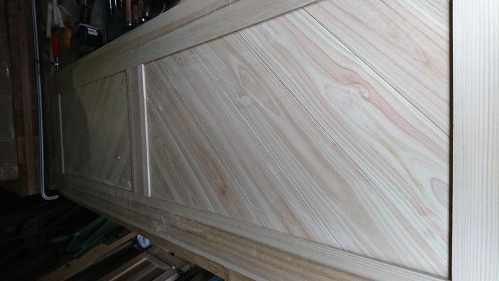 公募型木のまちづくり推進事業_府産材桧上小加工板で框組した造作建具