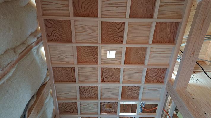 緑の木まち拡大事業:新築物件_木工事:杉板紅白格子の格天井