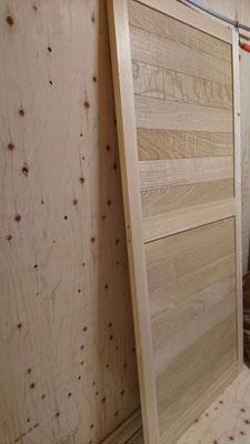 樺の床板で建具造作