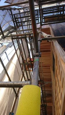 公募型木のまちづくり推進事業_軒裏杉上小施工中