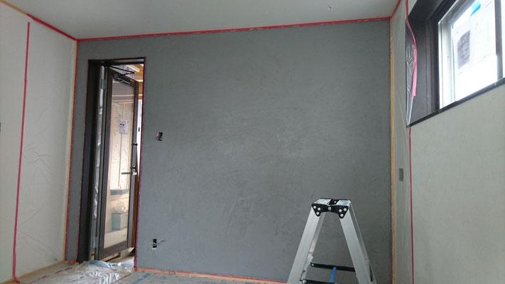 新築_オーナー様の仕上げた左官壁