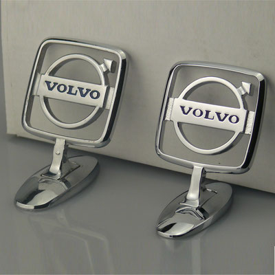 Nachguss von Volvo Emblem nach Kundenmuster. Handarbeit aus massivem Messing mit glänzend verchromter Oberfläche. - nachguss.de