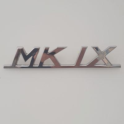 Nachguss von Schriftzug für Jaguar MK IX. Hergestellt aus Messing in Handarbeit, Oberfläche glänzend verchromt. - nachguss.de