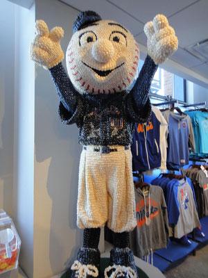 球場の売店でみつけたジェリー・ビーンズでできているメッツのキャラクター