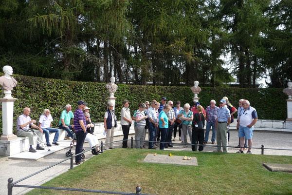 """Das Grabmal """"Friedrich des Großen, König von Preußen"""" (Der alte Fritz) in Potsdam beim Schloss Sanssouci gehörte zum festen Reiseprogramm."""