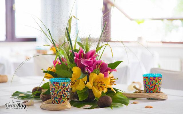 Blumengesteck, Tischdekoration, Lilien, Karibik
