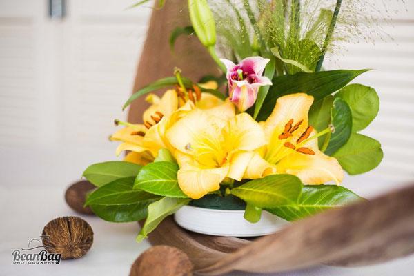 Blumengesteck, Lilien, Karibik