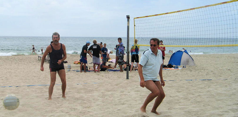 Auch auf Sylt am Strand von Westerland sind Stapler beim Volleyball zu sehen
