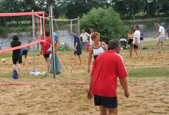 Beachturnier 2008 an der Eider mit 22 Teams aus Stapel und Umgebung