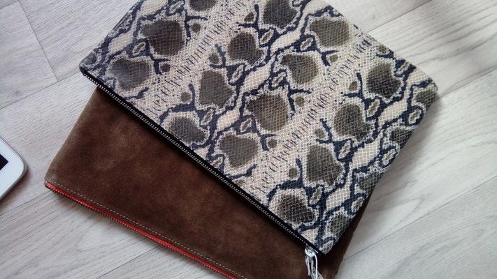 idée cadeau, pochette, trousse,cuir, étui tablette, made in France, artisanal, créateur, haut de gamme