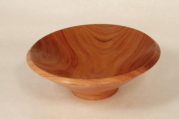 Holzart: Zwetschke Durchmesser: 19cm Höhe:   7cm Oberfläche: Shellwax Cream