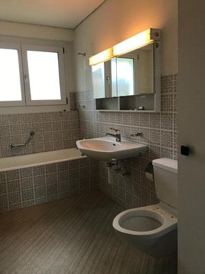 70-er jahre badezimmer wird umgebaut