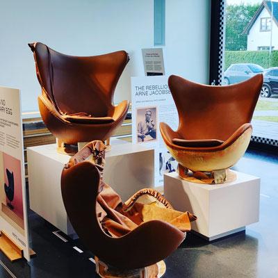 Die einzelnen Arbeitsschritte der Produktion des Egg-Chairs bei Porsche auf Sylt