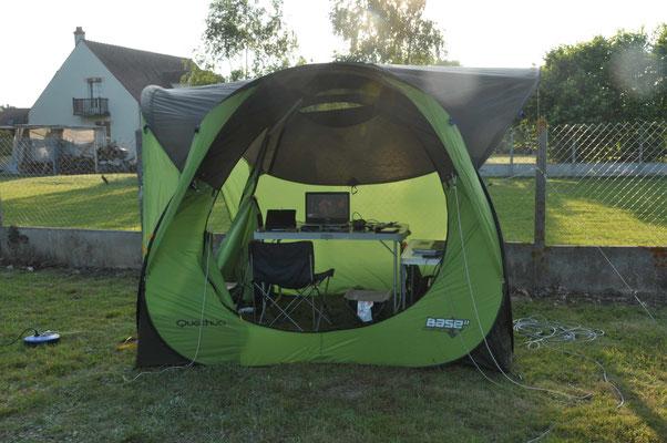 Camp de base pour passer une nuit à l'abri de l'humidité, pas de lumières parasites pour les autres...