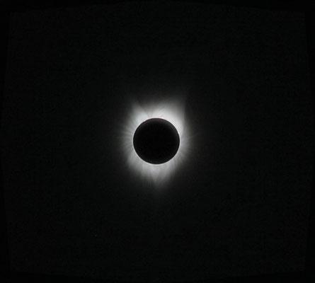 Les détails dans la couronne solaire, Gilles