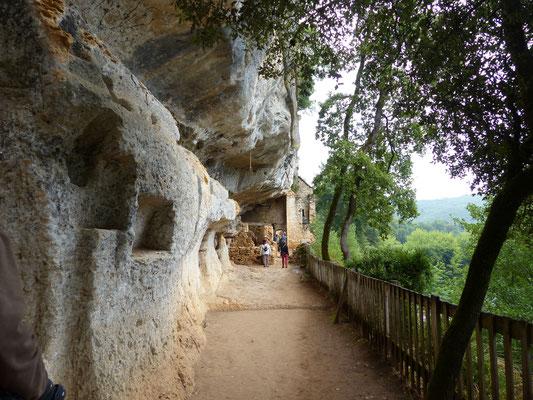 4 août : visite du site troglodytique de la Madeleine (origine de la race des hommes préhistoriques Magdaléniens)